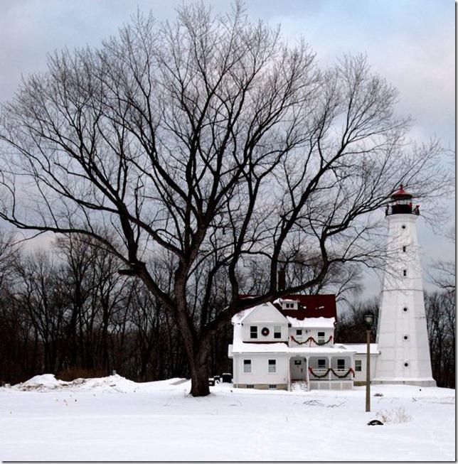 Lighthouse by Les DeFoor via flickr