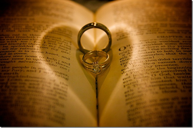 heart ring light by MorrowLess via flickr